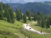 Silný provoz z Corvary na passo di Gardena - fotí Pavla, Jana a Jindřiška jsou vpravo za mnou