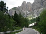 První kilometr stoupání na passo di Sella, chvíli trvá než se zase dostanu do tempa