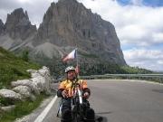 Passo di Sella ještě kousek a mám za sebou výjezd druhého passa