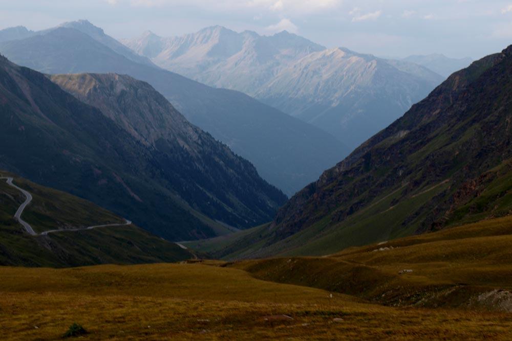 Švýcarská silnice z Passo dell Umbrail 3km pod Stelviem