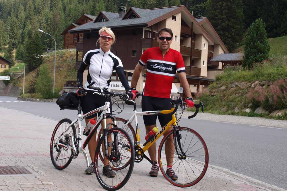 Pavla s Dušanem před výjezdem na Passo Gavia 2652m.n.m.