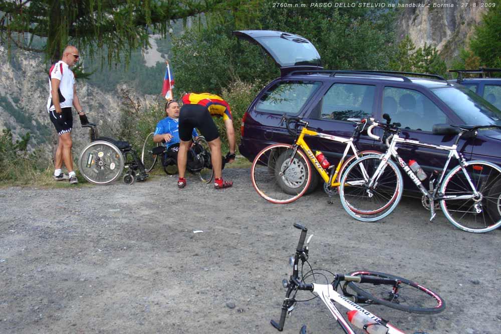 Z auta na invalidní vozík, z invalidního vozíku na handbik a vzhůru na PASSO DELLO STELVIO - 27. 8. 2009