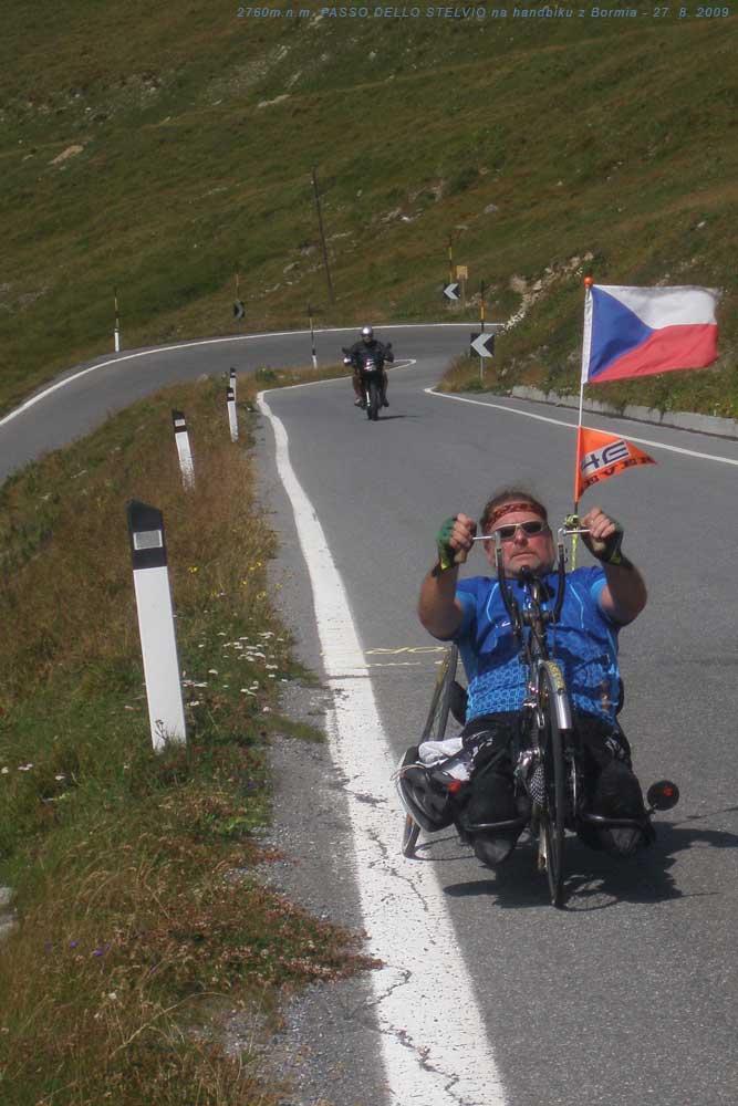 300 metrů před křižovatkou na Švýcarsko přes passo Umbrail a Rakousko přes passo STELVIO