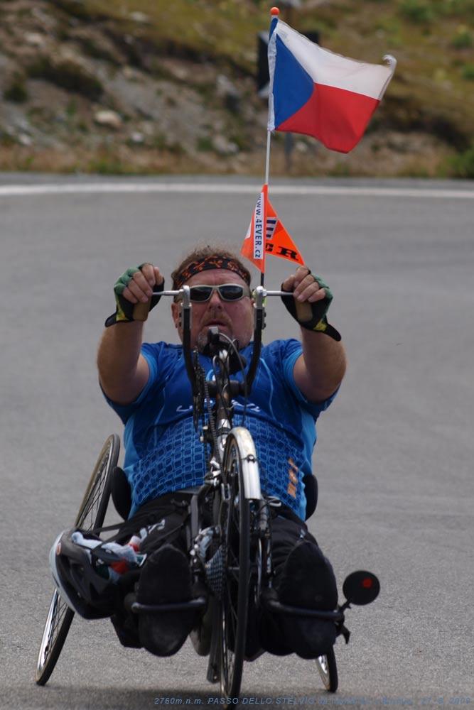 Handbiker Oldřich Němec Forever repre CZECH flag - PASSO DELLO STELVIO 2760m.n.m.