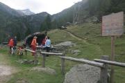 Grilování na krásném místě Area PIC-NIC ve výšce 2047m.n.m při sjezdu z passo Gavia na Bormio