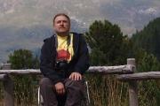 Oldřich Němec v Area PIC-NIC ve výšce 2047m.n.m - moc klidný nejsem, zítra jdu na to a potřebuji se dostat o 713 metrů výš.než právě sedím