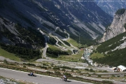 Výhled do údolí na silnici PASSO DELLO STELVIO - Bormio - výjezd druhého nejvyššího průsmyku v Evropě na handbiku 27. 8. 2009