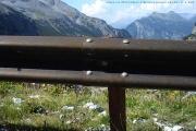 Krásný výhled z handbiku do údolí na silnici z PASSO DELLO STELVIO do Bormia